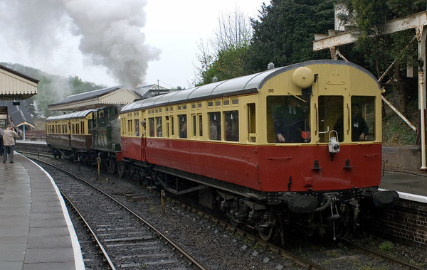 1450, Llangollen, 22 April 2007 - 1051 1.  1450 finally gets away with the 1010 to Carrog.