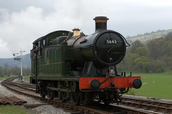 5643, Carrog, 22 April 2007 - 1409.  5643 runs into the siding.