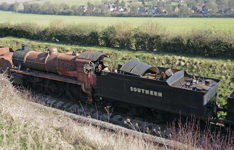 31625, Ropley, Sun 4 March 2014.  The bogie tender belongs to an S15, not 31625.
