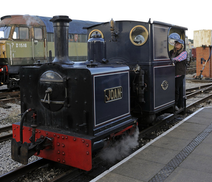 Joan, Swanwick Junction, Sun 14 October 2012 - 1556.  Joan is a 2ft gauge 0-4-0T built in 1997 by Allen Civil.  She was working on the Golden Valley Light Rly.