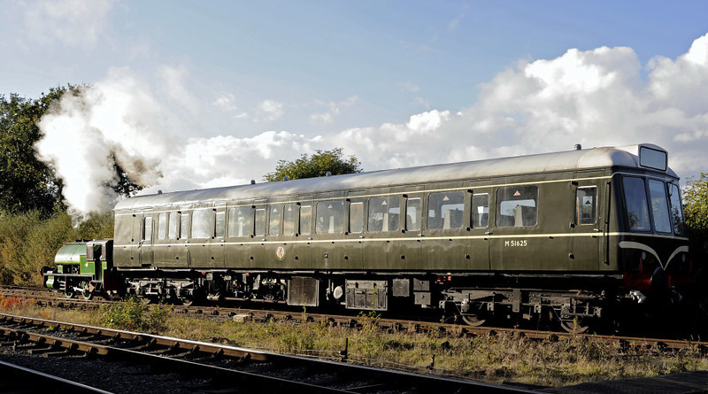 Judy & M51625, Swanwick Junction, Sun 14 October 2012 - 1611 2.  Judy is completely dwarfed by the class 117 trailer.