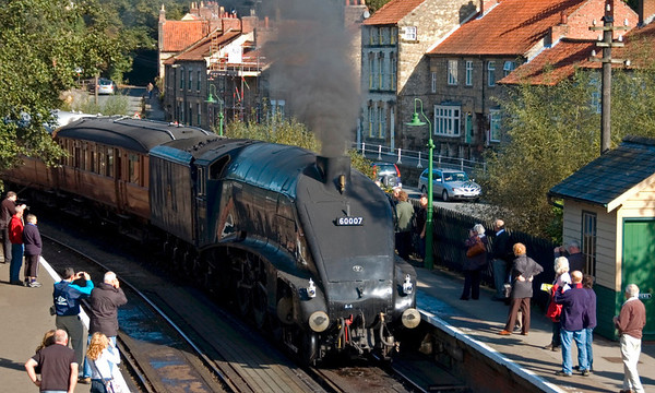 60007 Sir Nigel Gresley, Pickering, 20 September 2007 1 - 1119   The A4 arrives with the 1000 from Grosmont, appropriately formed of the NYMR's LNER teak stock.