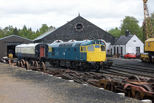 27106 (D5394, 27050), Aviemore, Thurs 28 May 2015 1