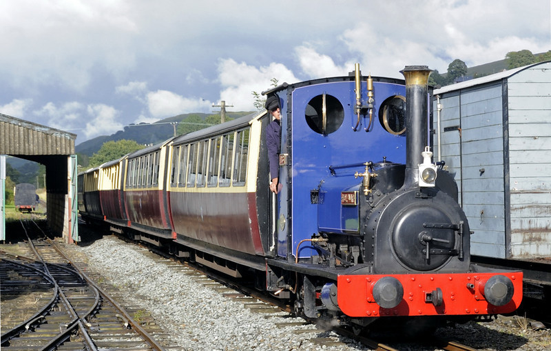 Holy War, Llanuwchllyn, Thurs 25 August 2011 - 1716.   A run-past with the empty stock.