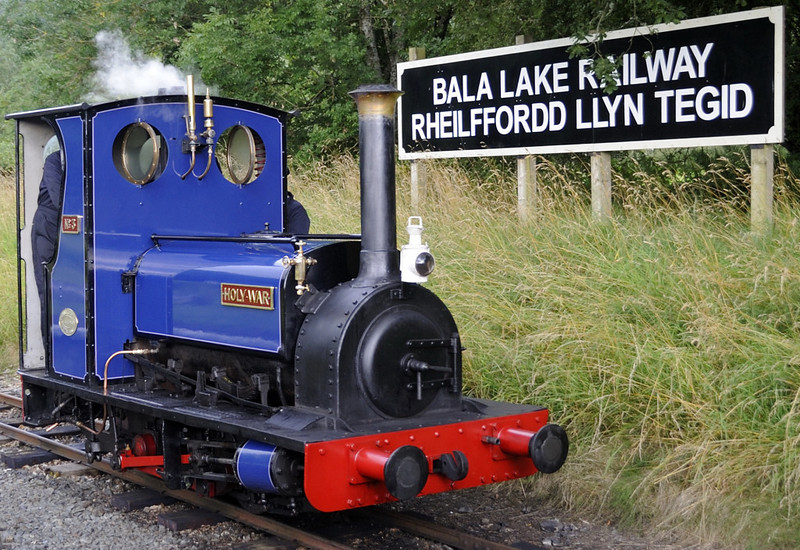 Holy War, Penybont, Thurs 25 August 2011 - 1630.  Holy War is running round its train for the return to Llanuwchllyn.