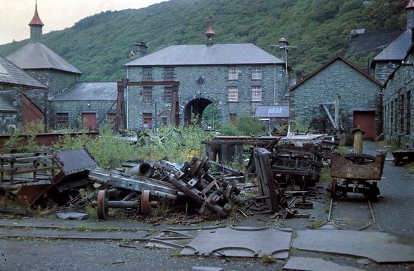 Offices and workshops, Dinorwic slate quarry, Llanberis, October 1967.  Photo by Les Tindall.