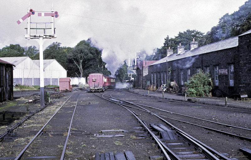 No 4 Loch, Douglas, 6 September 1974 5.  Passing the workshop and paint shop at right.  Photo by Les Tindall.