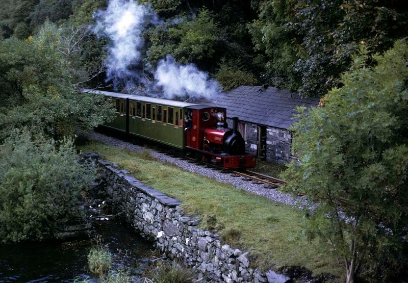 No 1 Elidir, approaching Gilfach Ddu, Llanberis Lake Railway, 6 October 1974.  Photo by Les Tindall.