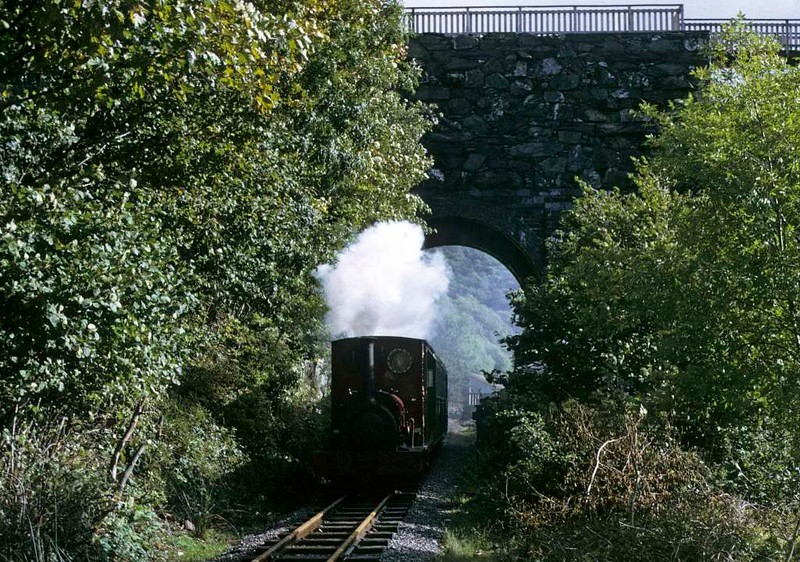 No 1 Elidir, leaving Gilfach Ddu, Llanberis Lare Railway, 6 October 1974.  Photo by Les Tindall.