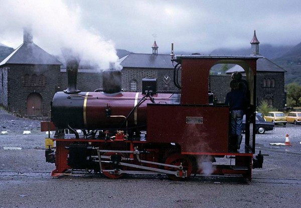 No 9, Gilfach Ddu, Llanberis Lake Railway, 6 October 1974.  The Jung 0-4-0T stands in in front of the former quarry workshops.  Photo by Les Tindall.