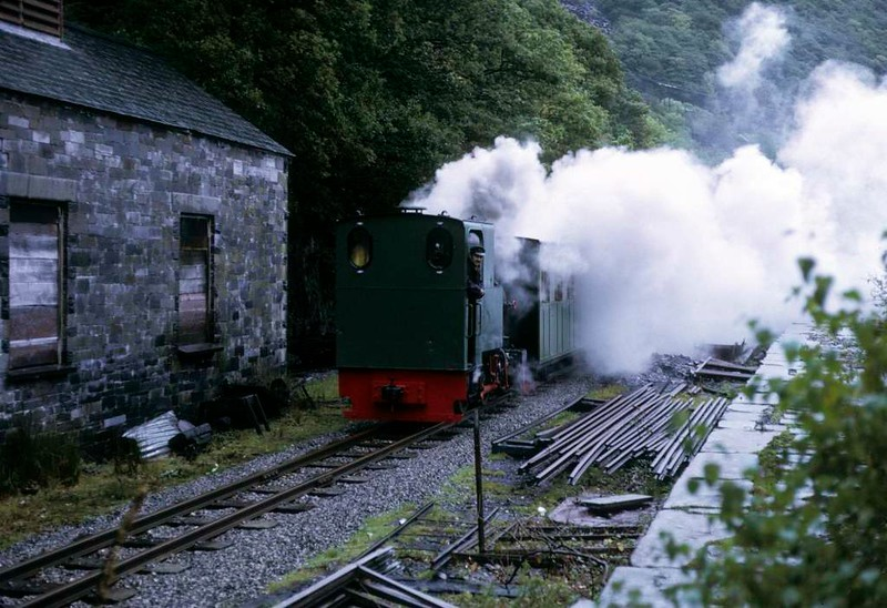 Cyclops, leaving Gilfach Ddu, Llanberis Lake Railway, 6 October 1974.  Passing the 4ft gauge carriage shed which at the time contained Hunslet 0-4-0ST 822 / 1903 Maid Marian.  Photo by Les Tindall.