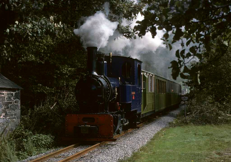Helen Kathryn, Llanberis Lake Railway, 28 September 1975.  Heading away from Gilfach Ddu with the first train of the day.  Photo by Les Tindall.