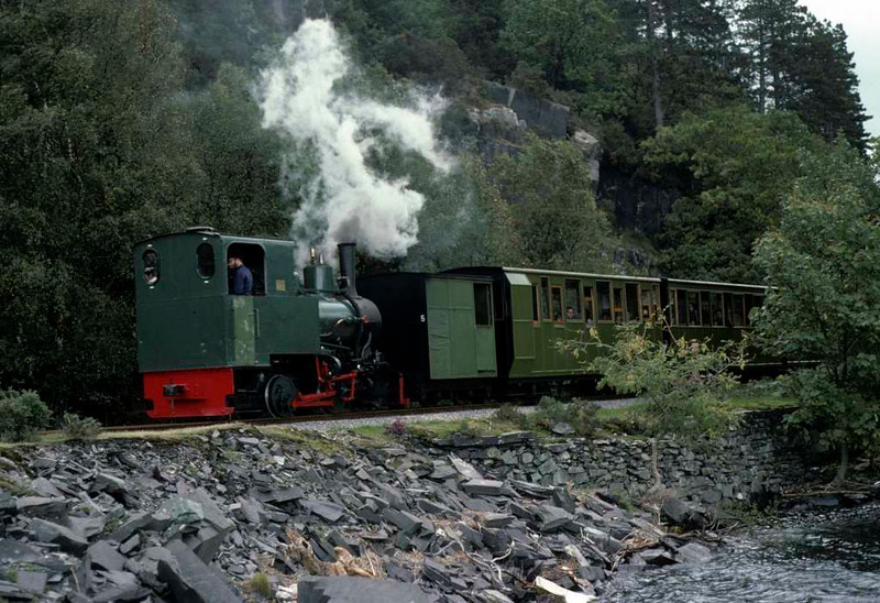 Cyclops, Llanberis Lake Railway, 28 September 1975.  Heading bunker first to Penllyn.  Photo by Les Tindall.