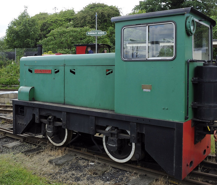 Barton Hall, Kemsley Down, Sat 9 June 2012.  Hunslet 4wDH 6651 / 1965.