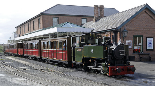 Tom Rolt, Tywyn Wharf station, Thurs 25 August 2011 - 1414.  Awaiting departure at 1430 with the train brought in by Dogloch.