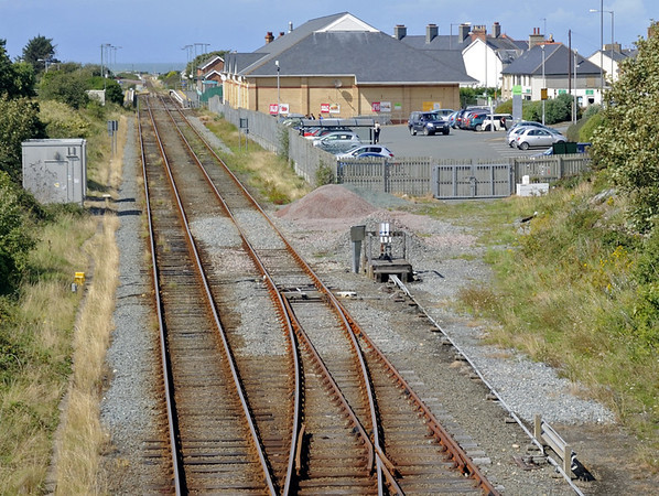 Cambrian coast line, Tywyn, Thurs 25 August 2011 1: Looking north to the station.