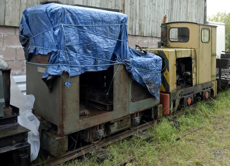 Lister (left) & Mavis, Threlkeld, Sat 28 August 2010.     Lister Blackstone 4wDM 52885 / 1962 and Ruston & Hornsby 4wDM 7002 / 0967 / 6, built 1967.