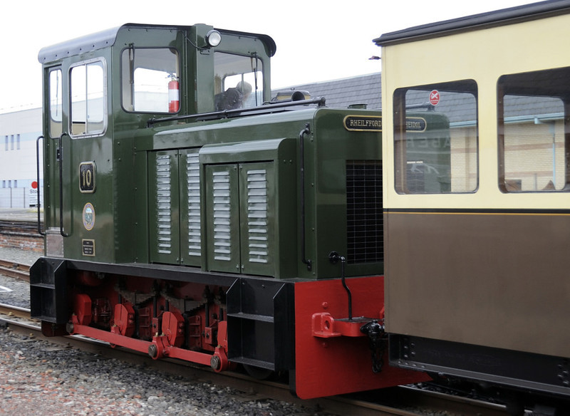 No 10, Aberystwyth, Wed 24 August 2011 - 1001 2.  No 10 was built in 1987 by the Brecon Mountain Rly using parts bought in Baguley-Drewry's liquidation sale.