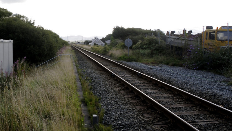 Crossing the Cambrian coast line, looking east, Porthmadog, Mon 22 August 2011 - 0941.