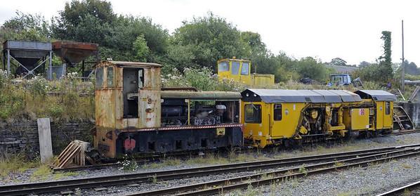 Baguley Drewry 0-6-0DM No 9, Hunslet 4wDHF No 2 (above) & Plasser track machine, Dinas, Mon 22 August 2011 - 1208.