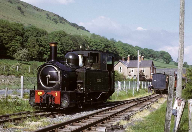 No 1 The Earl, Sylfaen, 27 May 1975.  Setting back from the siding to tie onto its train for the return to Welshpool.  Photo by Les Tindall.