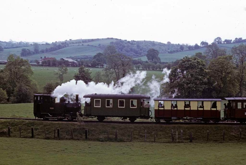 No 1 The Earl, Heniarth, 27 May 1975.  An afternoon train to Sylfaen.  Photo by Les Tindall.