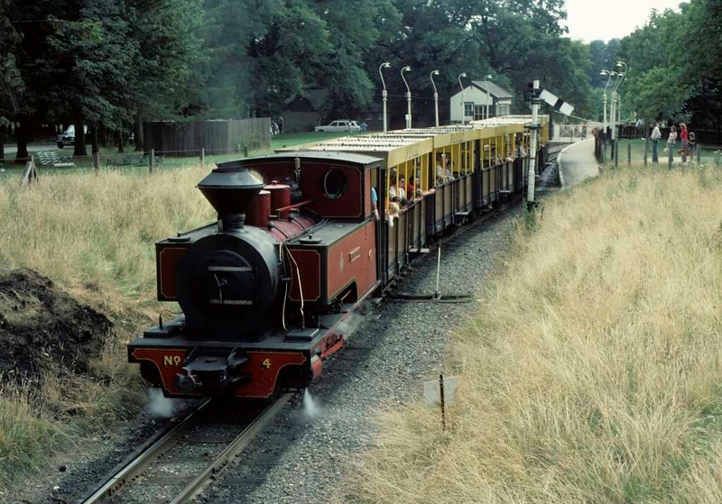 No 4 Superior, Whipsnade station, 25 July 1976 2.  Tackling the bank out of the station.  Photo by Les Tindall.