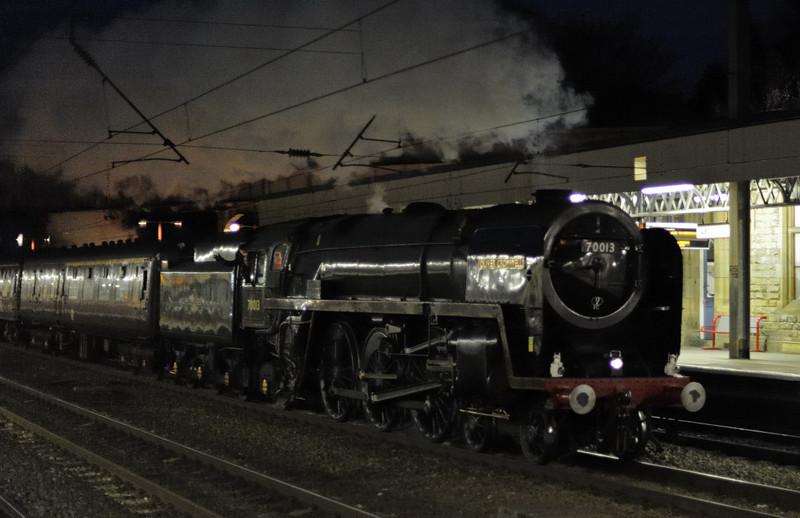 70013 Oliver Cromwell, 1Z73, Lancaster, Fri 23 April 2010 - 2118 2