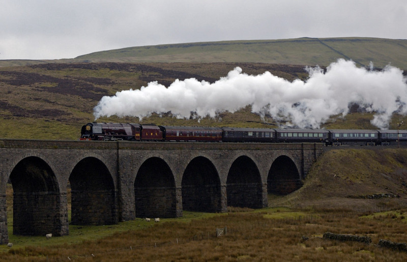 6233 Duchess of Sutherland, Garsdale, 22 March 2005 2.  Onto Dandry Mire viaduct.
