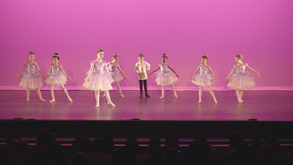 2-6-Ballet Beg 7-9yr Sat 11am W65-Music Box