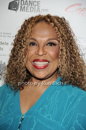 Roberta Flack  photo  by Rob Rich © 2010 robwayne1@aol.com 516-676-3939