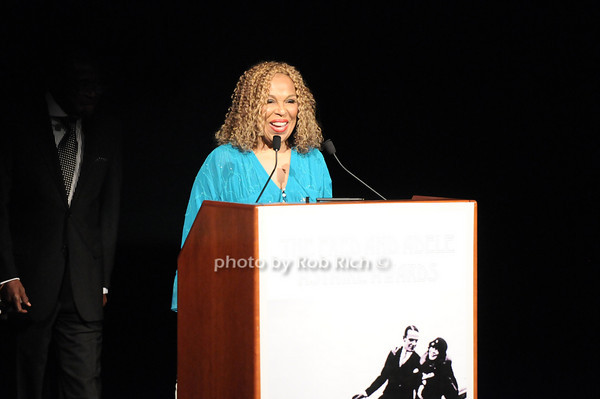Roberta Flack photo by Rob Rich © 2010 robwayne1@aol.com 516-676-3939