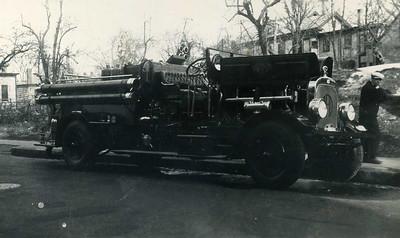 Engine 1 a 1916 Seagrave 1000 gpm.
