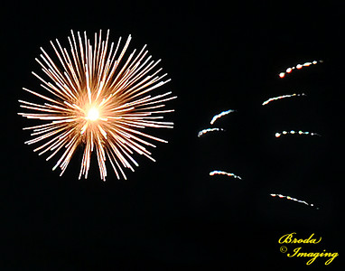Fireworks In The Wind-16 Copyright July4'14 Broda Imaging