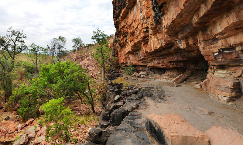 Caves along the King river in Wyndham