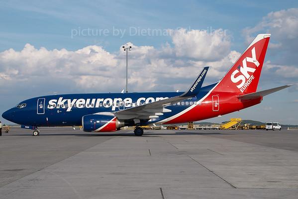 2007-06-30 OM-NGD Boeing 737-700 Skyeurope