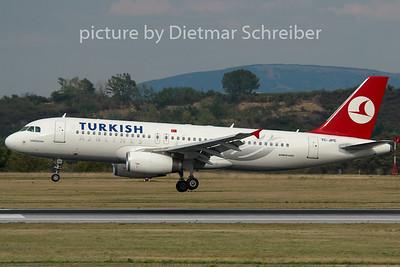 2007-07-31 TC-JPE Airbus A320 THY