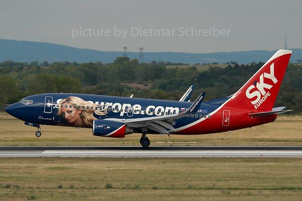 2007-07-31 OM-NGA Boeing 737-700 Skyeurope