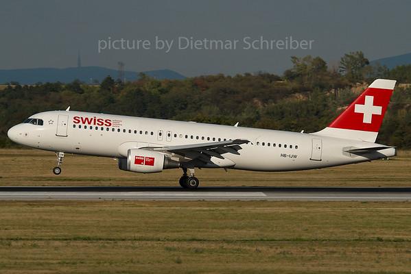 2007-07-31 HB-IJW Airbus A320 Swiss