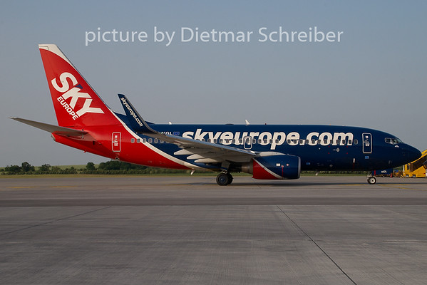 2008-05-30 OM-NGL Boeing 737-700 Skyeurope