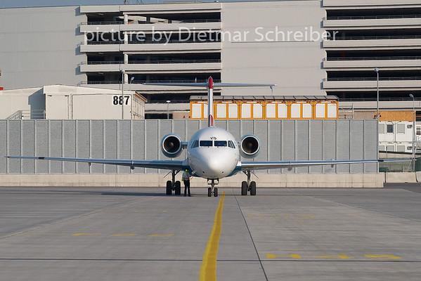 2008-07-28 OE-LVD Fokker 100 Austrian Arrows