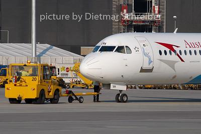 2008-07-28 OE-LVH Fokker 100 Austrian Arrows