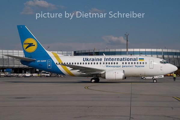 2008-07-27 UR-GAW Boeing 737-500 Ukraine International