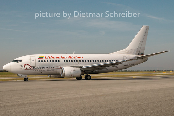 2008-09-29 LY-AZW Boeing 737-500 Lithuanian