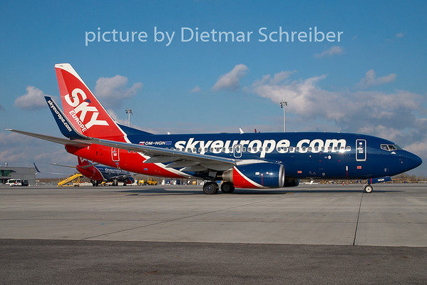 2008-11-26 OM-NGN Boeing 737-700 Skyeurope