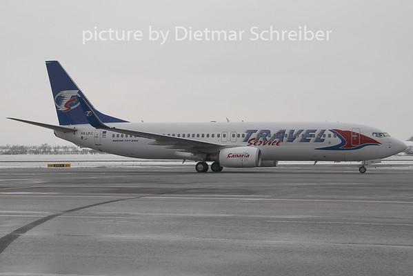 2009-01-30 HA-LKC Boeing 737-800 Travel Service