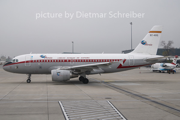 2009-11-27 EC-LLS Airbus A319 Iberia