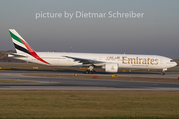 2009-11-26 A6-ECT Boeing 777-300 Emirates