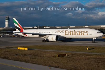 2009-12-28 A6-EBW Boeing 777-300 Emirates