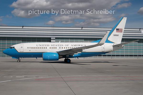 2010-03-29 05-0932 Boeing 737--700 USAF